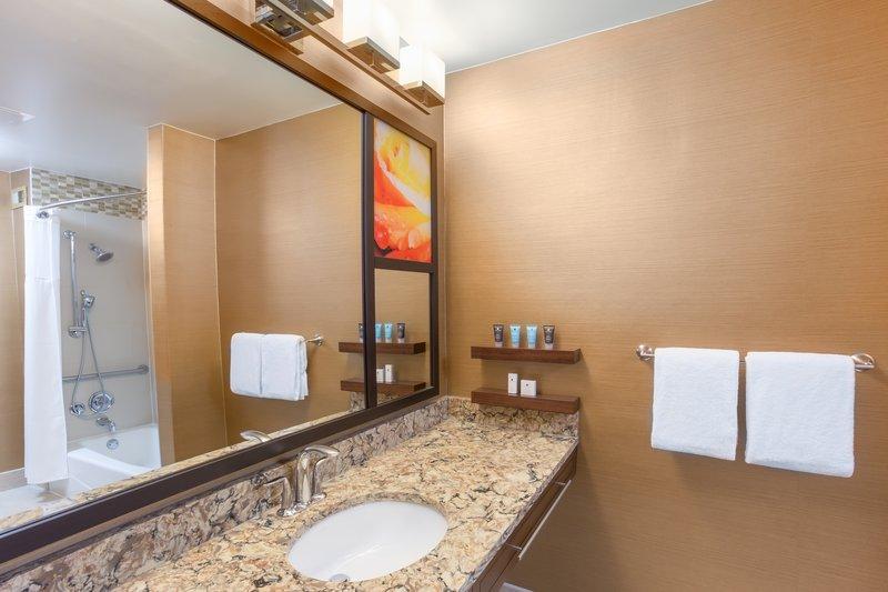 Crowne Plaza Dallas Galleria - Addison-Suite Bathroom<br/>Image from Leonardo