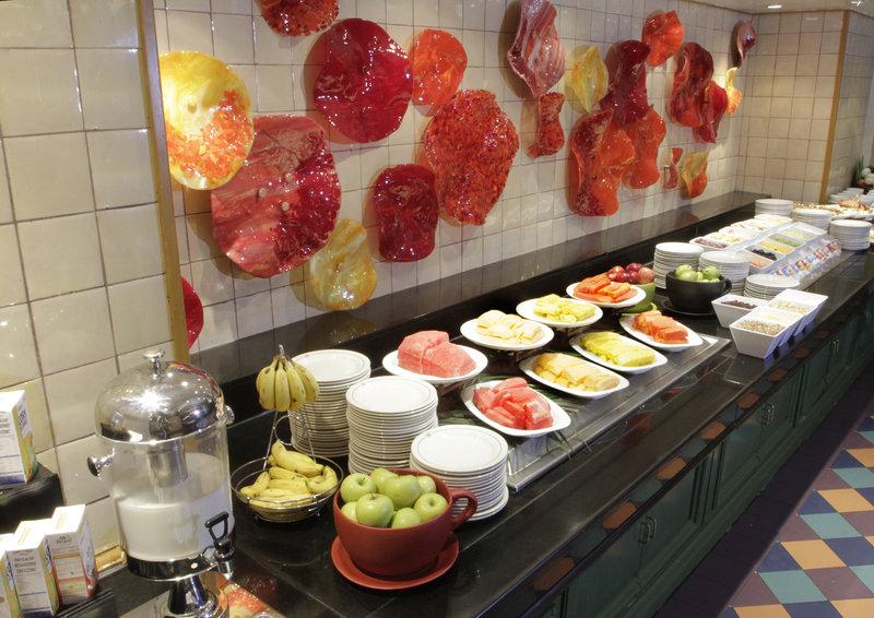 Crowne Plaza Monterrey-Breakfast Area<br/>Image from Leonardo