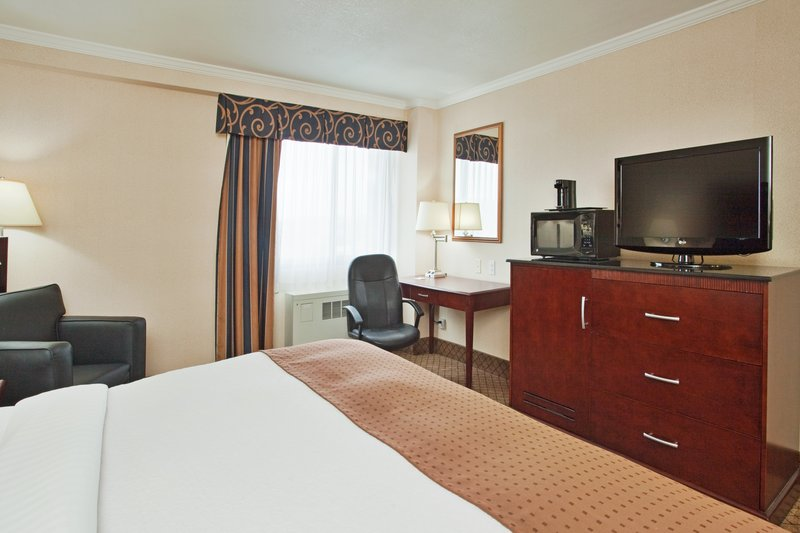 Holiday Inn Binghamton Downtown-Spacious Single Bed Guest Room<br/>Image from Leonardo