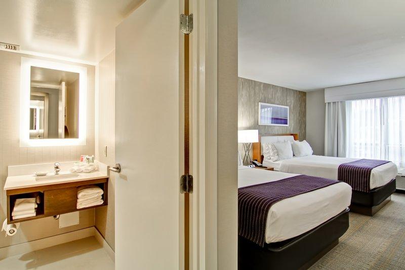 Holiday Inn Express Kamloops-Guest Room<br/>Image from Leonardo