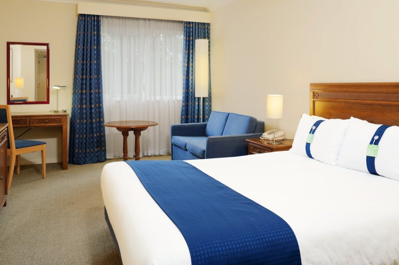 Holiday Inn Maidstone - Sevenoaks-Double Bed Guest Room<br/>Image from Leonardo