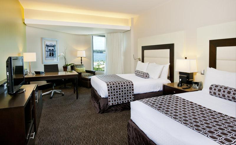 Crowne Plaza Santo Domingo-Double Executive Oceanview Club Floor Room<br/>Image from Leonardo