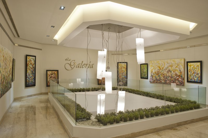 Crowne Plaza Santo Domingo-La Galeria - Interesting Area designed for Painting Exhibitions.<br/>Image from Leonardo
