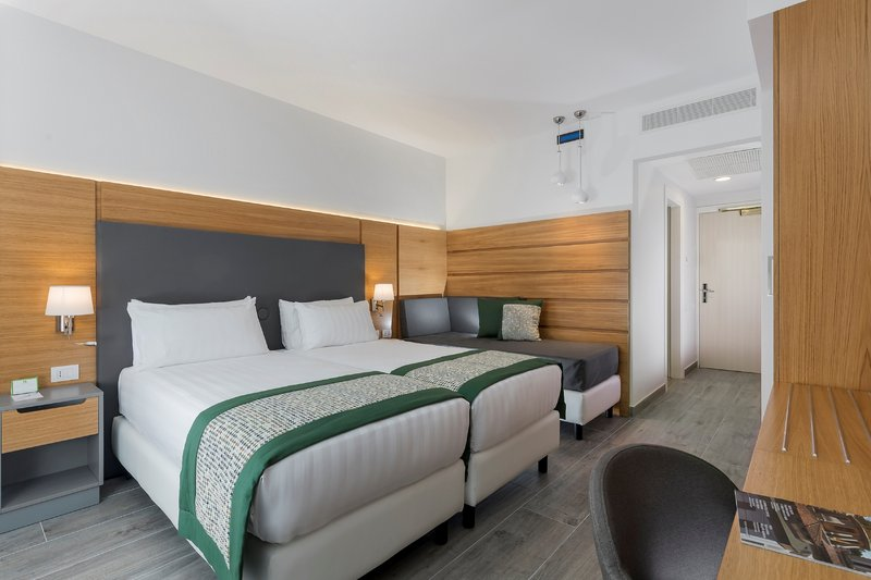 Holiday Inn Naples-2 bd executive with sofa bed non smoking<br/>Image from Leonardo
