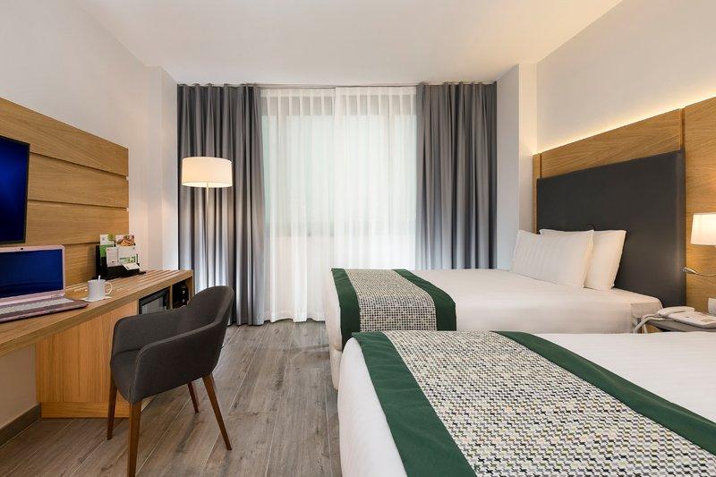 Holiday Inn Naples-2 double bed executive non smoking<br/>Image from Leonardo