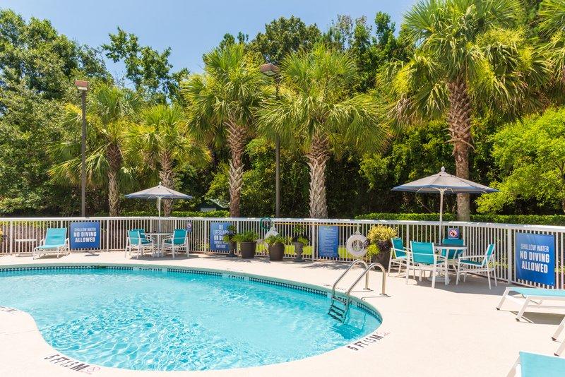 Holiday Inn Express Charleston US Hwy 17 & I-526-Holiday Inn Express Charleston - Outdoor Pool<br/>Image from Leonardo