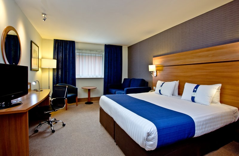 Holiday Inn Express Shrewsbury-Spacious Queen Nonsmoking Room with Sofa<br/>Image from Leonardo