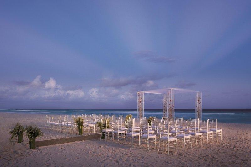 The Ritz-Carlton Cancun - Beach Wedding <br/>Image from Leonardo