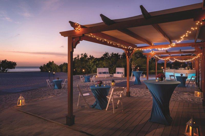 THE RITZ-CARLTON, ARUBA - Beachfront Cocktail Reception <br/>Image from Leonardo