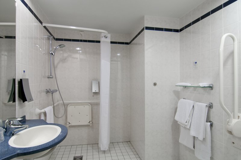 Holiday Inn Express Antwerp City - North-Wheelchair Accessible Room at Holiday Inn Express Antwerp<br/>Image from Leonardo