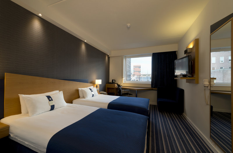 Holiday Inn Express Antwerp City - North-Twin room<br/>Image from Leonardo