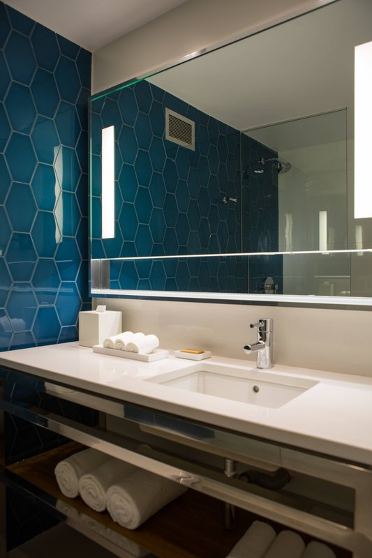 Renaissance Aruba Resort & Casino - Marina Hotel - Executive Suite Bathroom <br/>Image from Leonardo