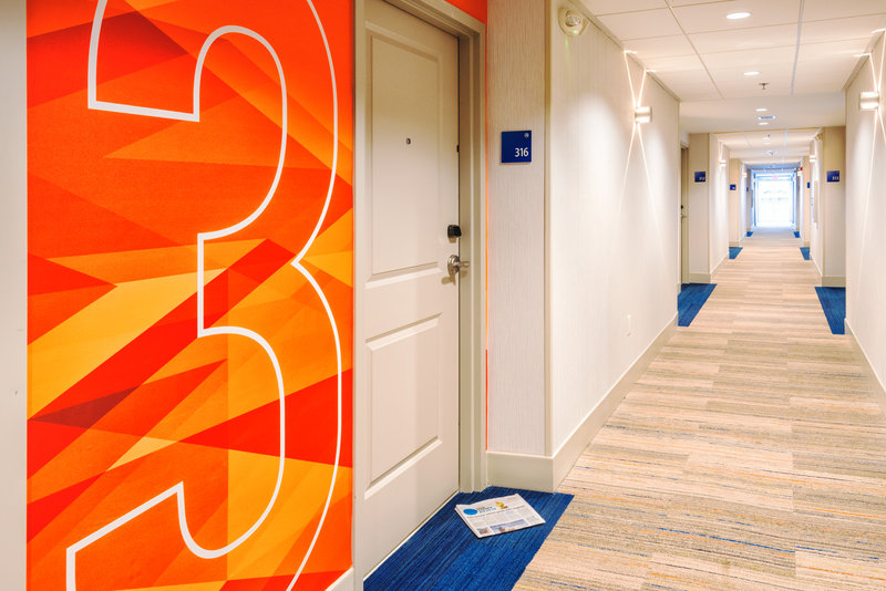 Holiday Inn Express Charleston US Hwy 17 & I-526-Hallway<br/>Image from Leonardo