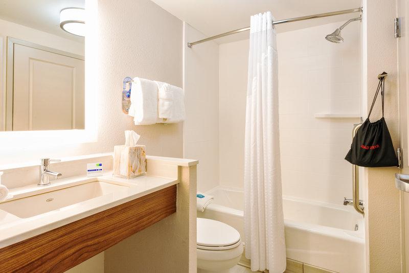 Holiday Inn Express Charleston US Hwy 17 & I-526-2 Room Suite Bathroom<br/>Image from Leonardo