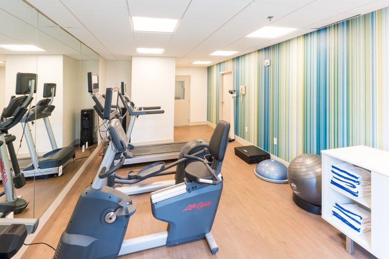Holiday Inn Express Charleston US Hwy 17 & I-526-Fitness Center<br/>Image from Leonardo