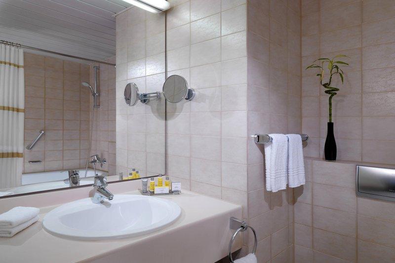Marriott Heidelberg-Guest Bathroom<br/>Image from Leonardo