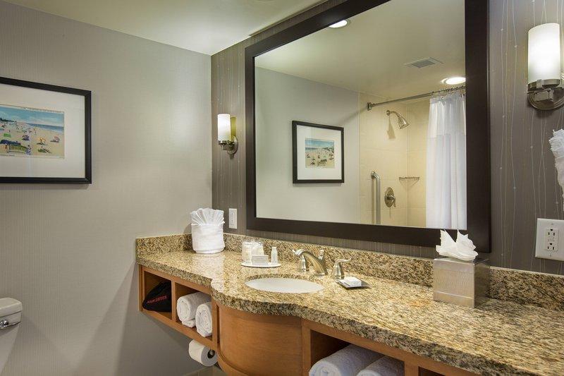 Courtyard by Marriott Fort Lauderdale Beach-King Room Bathroom<br/>Image from Leonardo