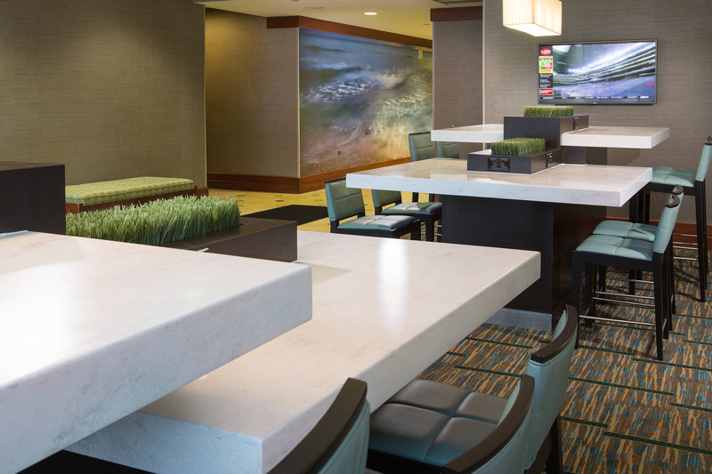 Courtyard by Marriott Fort Lauderdale Beach-Communal Table<br/>Image from Leonardo