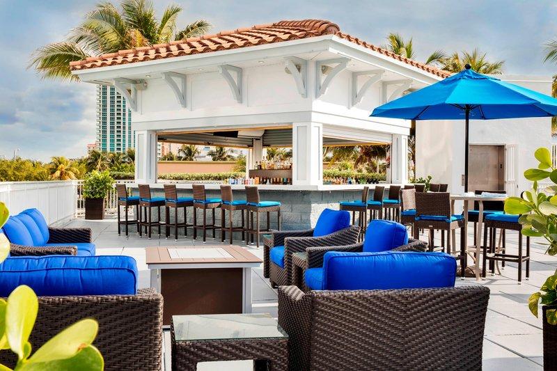 Courtyard by Marriott Fort Lauderdale Beach-Seabreeze Poolside Bar - Oceanfront Dining<br/>Image from Leonardo