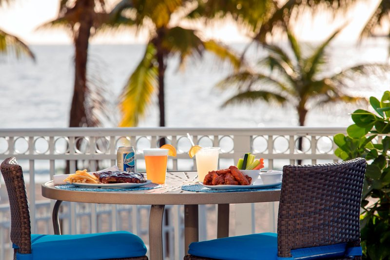 Courtyard by Marriott Fort Lauderdale Beach-Seabreeze Poolside Bar - Dining<br/>Image from Leonardo