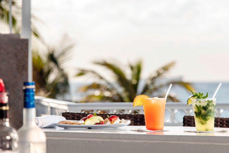 Courtyard by Marriott Fort Lauderdale Beach-Seabreeze Poolside Bar<br/>Image from Leonardo