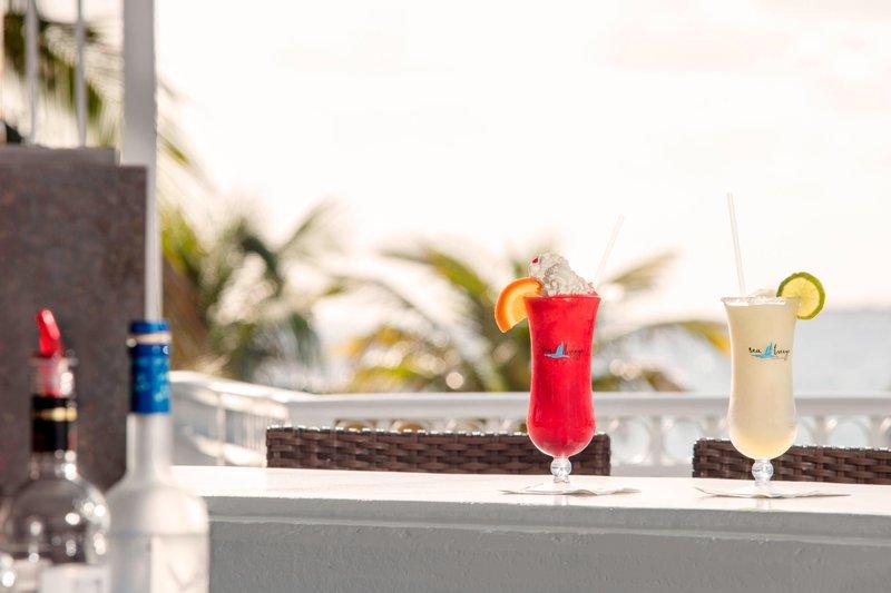 Courtyard by Marriott Fort Lauderdale Beach-Seabreeze Poolside Bar - Specialty Drink<br/>Image from Leonardo
