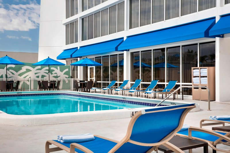 Courtyard by Marriott Fort Lauderdale Beach-Outdoor Pool<br/>Image from Leonardo