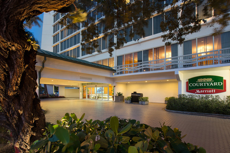 Courtyard by Marriott Fort Lauderdale Beach-Entrance<br/>Image from Leonardo