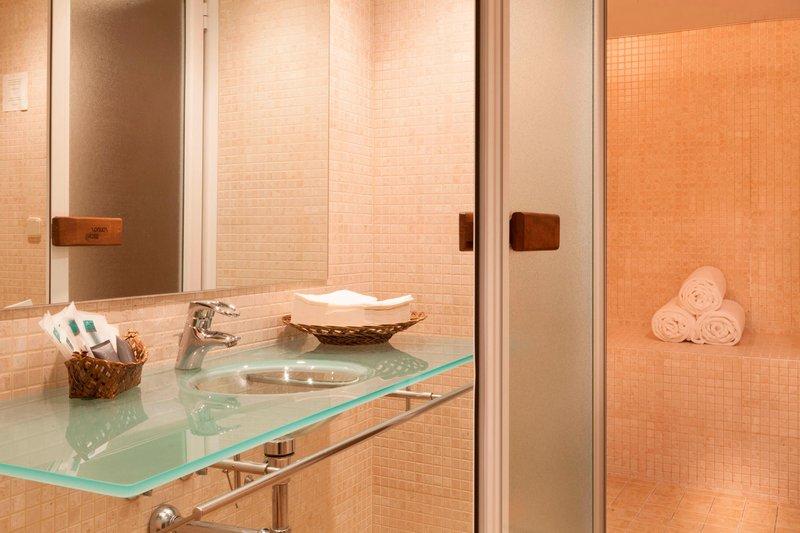 AC Hotel Ciudad de Toledo-Fitness Room - Locker Room<br/>Image from Leonardo