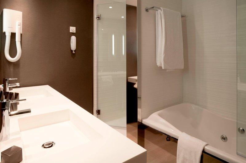 AC Hotel Nice-Suite Bathroom<br/>Image from Leonardo