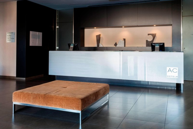 AC Hotel Pisa-Reception Desk<br/>Image from Leonardo