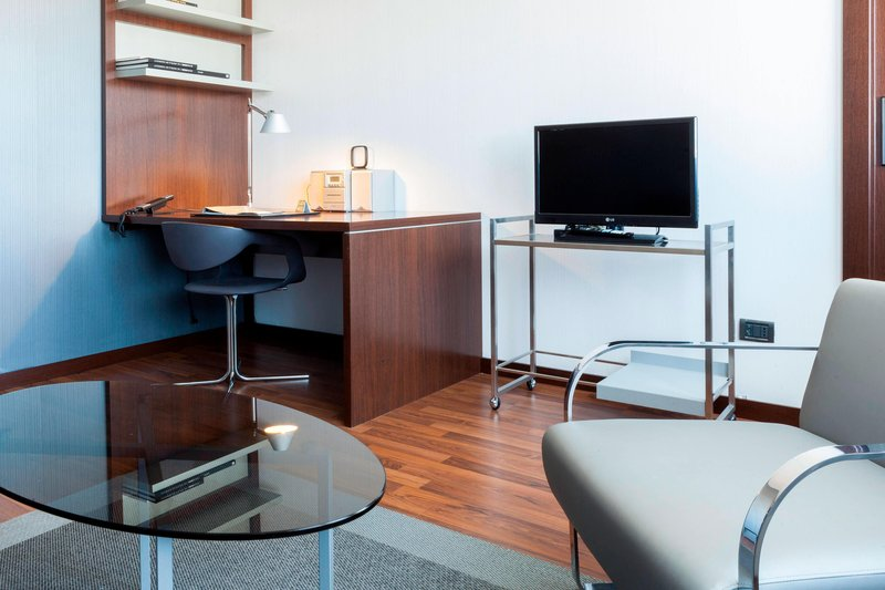 AC Hotel Pisa-Family Suite – Work Desk<br/>Image from Leonardo