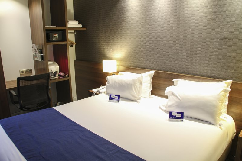 Mercure Amiens Cathedrale Hotel-Bedding<br/>Image from Leonardo