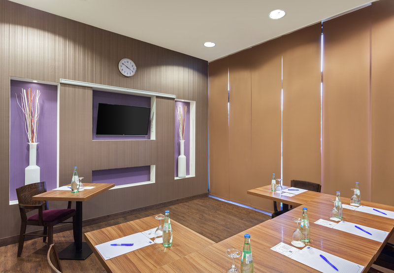 Holiday Inn Express Nuremberg City - Hauptbahnhof-A well-equipped meeting room featuring floor-to-ceiling windows. <br/>Image from Leonardo