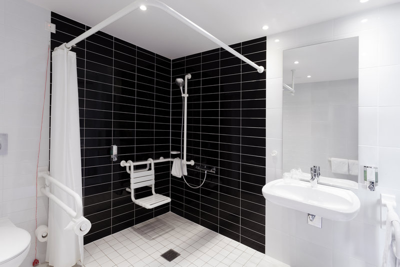Holiday Inn Express Nuremberg City - Hauptbahnhof-A spacious and well-equipped bathroom in an accessible room.<br/>Image from Leonardo