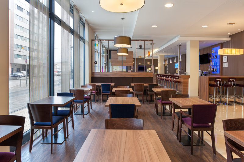 Holiday Inn Express Nuremberg City - Hauptbahnhof-The light-filled breakfast room welcomes guests every morning.<br/>Image from Leonardo