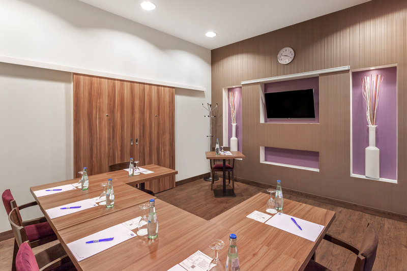Holiday Inn Express Nuremberg City - Hauptbahnhof-A naturally lit meeting room for up to 8 delegates. <br/>Image from Leonardo