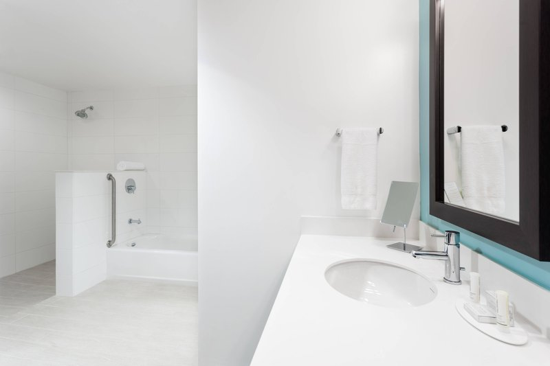 Courtyard by Marriott Kingston-Suite Bathroom<br/>Image from Leonardo