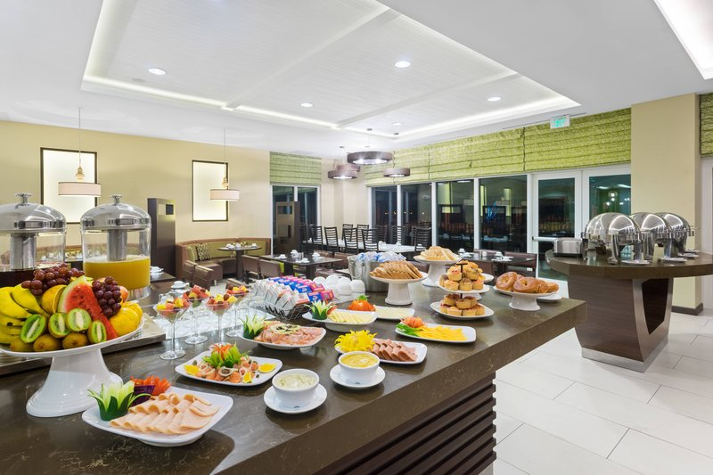 Courtyard by Marriott Kingston-Centro Breakfast Buffet<br/>Image from Leonardo