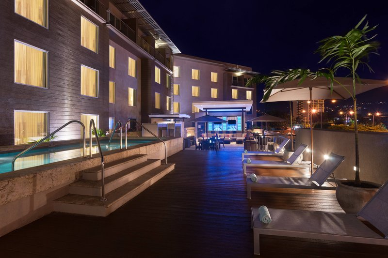 Courtyard by Marriott Kingston-Rooftop Outdoor Pool<br/>Image from Leonardo