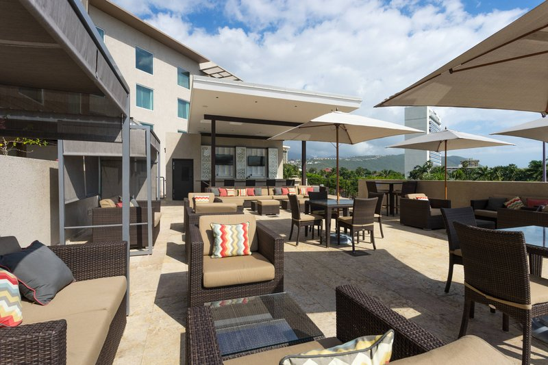 Courtyard by Marriott Kingston-Rooftop Outdoor Pool - Deck Area<br/>Image from Leonardo