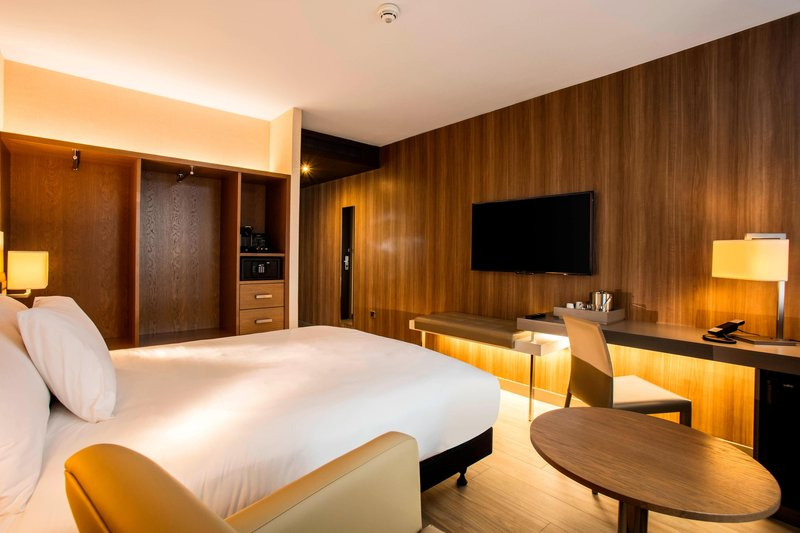AC Hotel by Marriott Manchester Salford Quays-Guest Bedroom<br/>Image from Leonardo