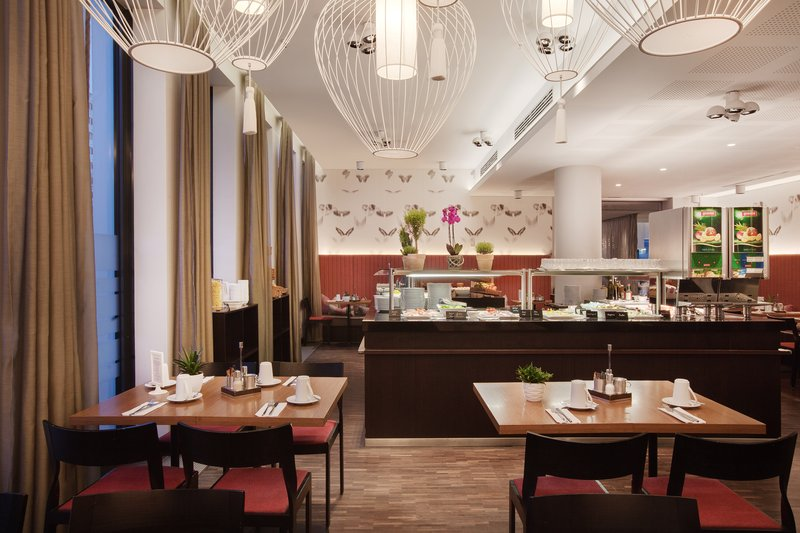 Holiday Inn Berlin Centre Alexanderplatz-The airy breakfast area, for an energising start to your day.<br/>Image from Leonardo