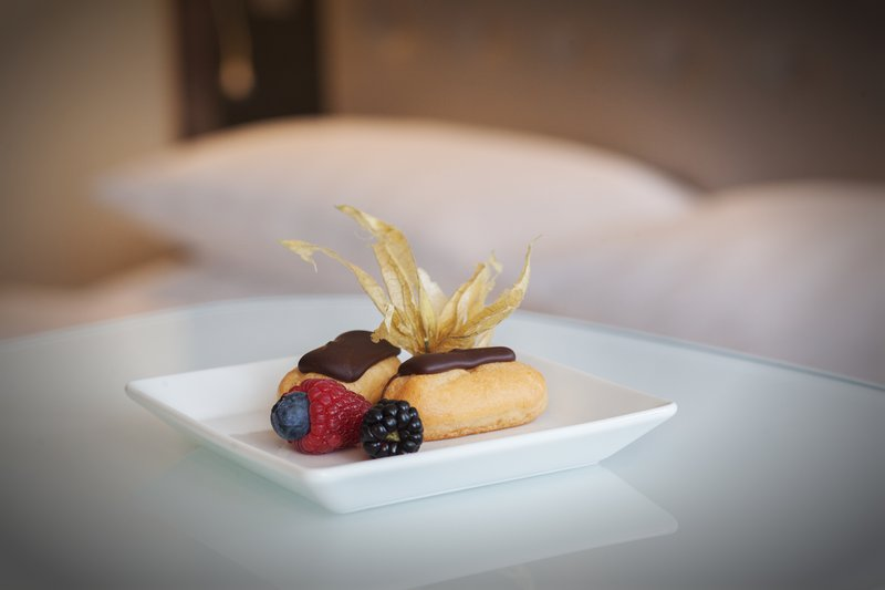 Holiday Inn Berlin Centre Alexanderplatz-Delicate éclairs, a delicious welcoming treat.<br/>Image from Leonardo