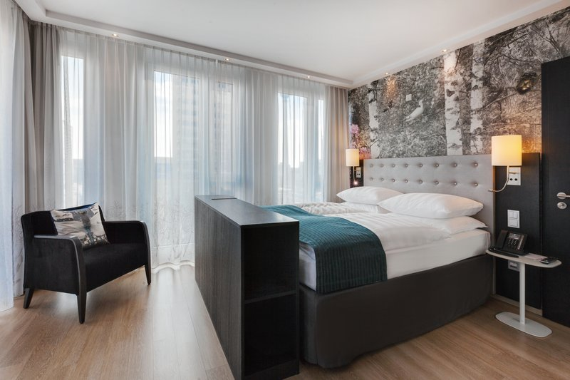 Holiday Inn Berlin Centre Alexanderplatz-Airy accessible room with elegant furniture and striking artwork.<br/>Image from Leonardo
