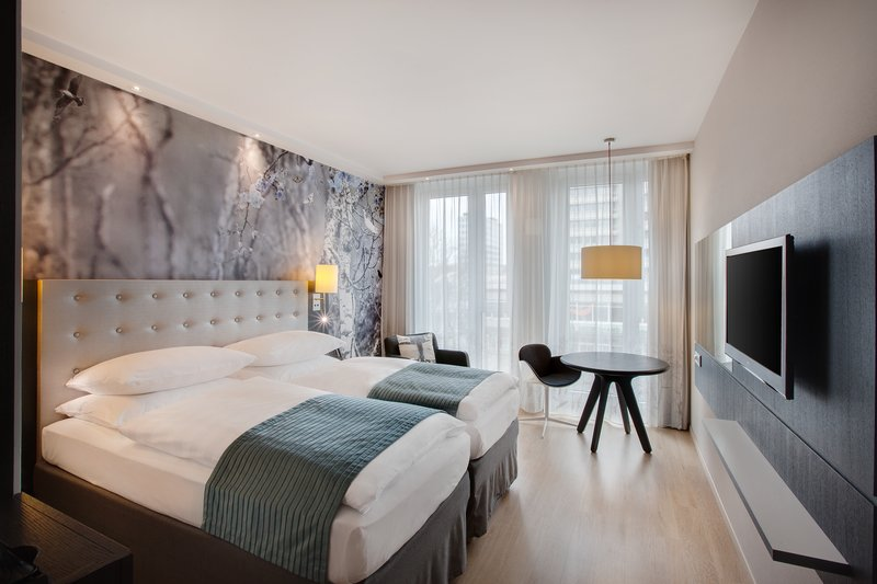 Holiday Inn Berlin Centre Alexanderplatz-Double Bed Guest Room<br/>Image from Leonardo
