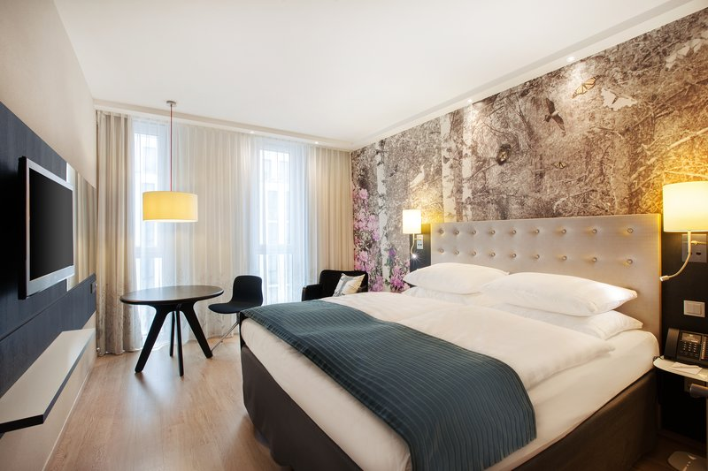 Holiday Inn Berlin Centre Alexanderplatz-Eye-catching artwork and a king-size bed at the Holiday Inn.<br/>Image from Leonardo