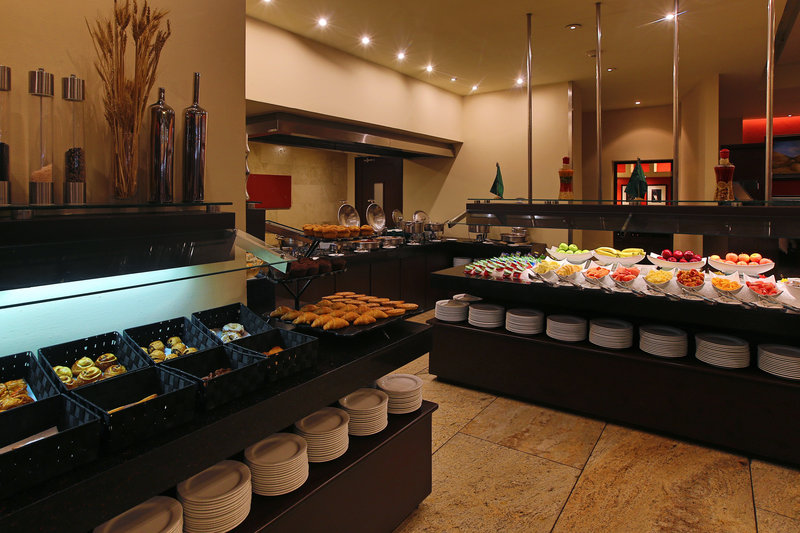 Intercontinental San Salvador - Metrocentro Mall-Many delicious options at our buffet.<br/>Image from Leonardo