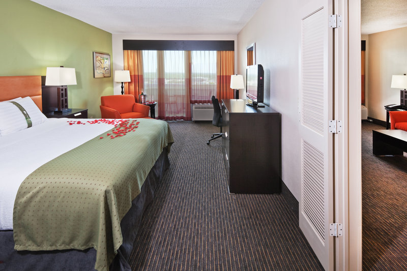 Holiday Inn Tulsa City Center-Honeymoon Suite<br/>Image from Leonardo