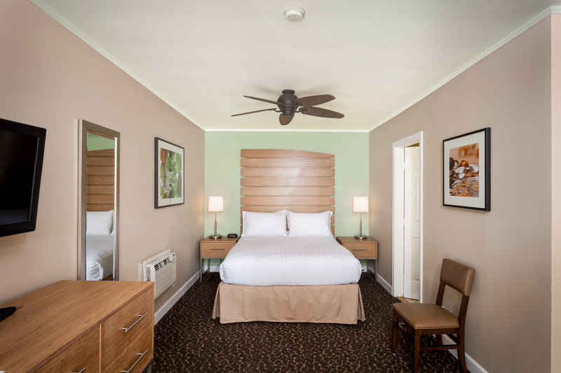 Holiday Inn Express & Suites La Jolla - Beach Area-Start your La Jolla retreat in one of our renovated Queen rooms<br/>Image from Leonardo